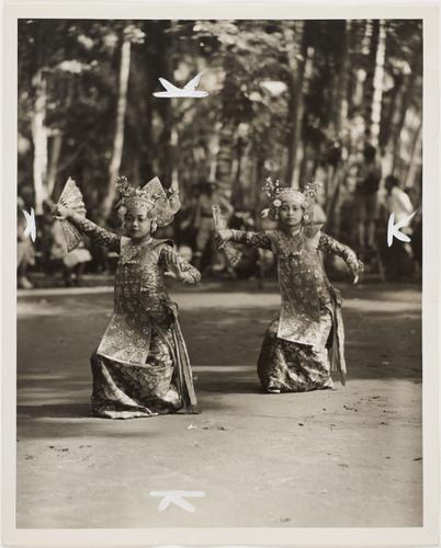 Foto van een Balinesische Gamelan en volksdans met...