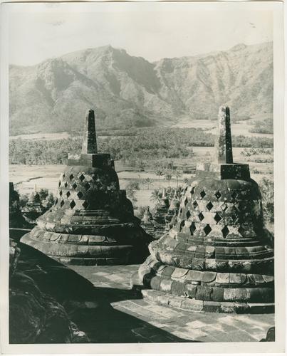 (Detail)foto's van de tempel te Boroboedoer (Midden-Java)