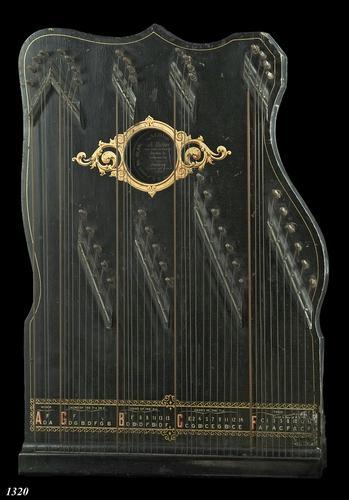 Gedecoreerde 'American harp-zither'