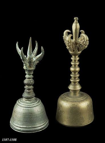 Bronzen priesterbel