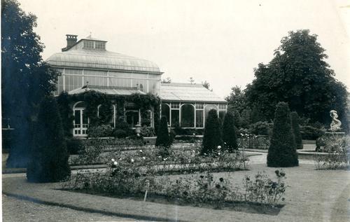 Foto van het kassencomplex in het Cantonspark te Baarn