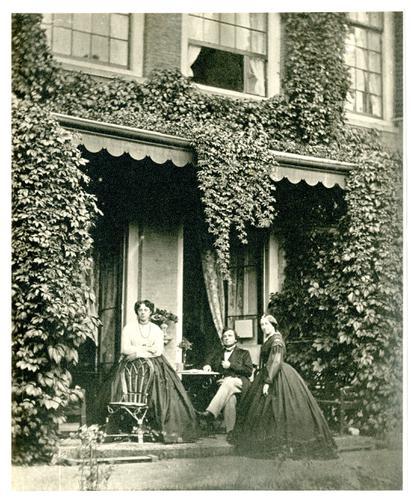 Portret van Franciscus Cornelis Donders met vrouw en dochter