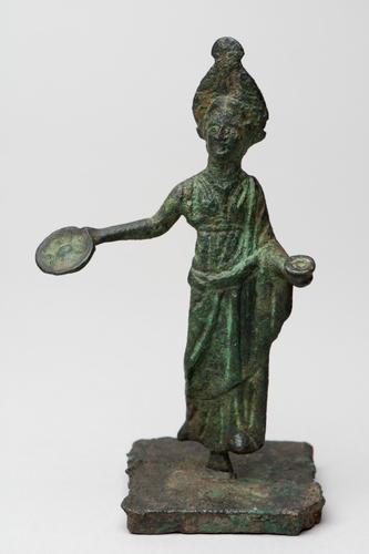 Sculptuur van een vrouwelijke figuur
