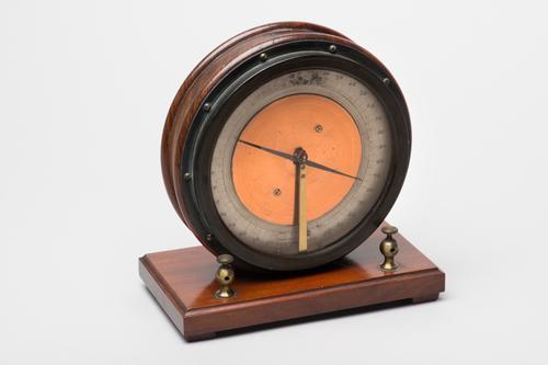 Verticale naaldgalvanometer met wijzeraflezing