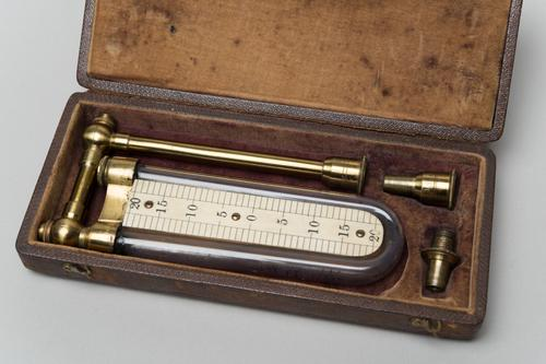 Manometer in etui