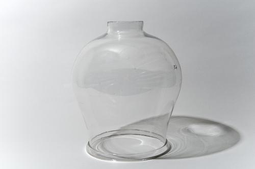 Glazen stolp bij dubbelwerkende luchtpomp