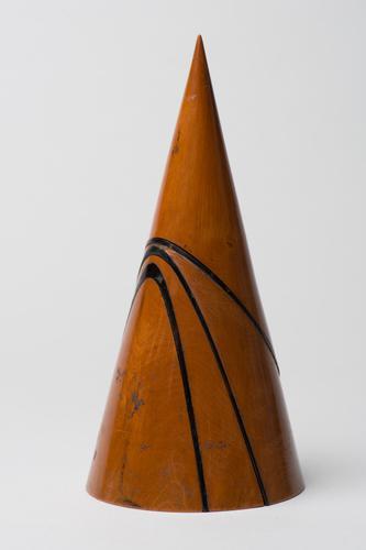 Palmhouten kegel met de drie kegelsneden