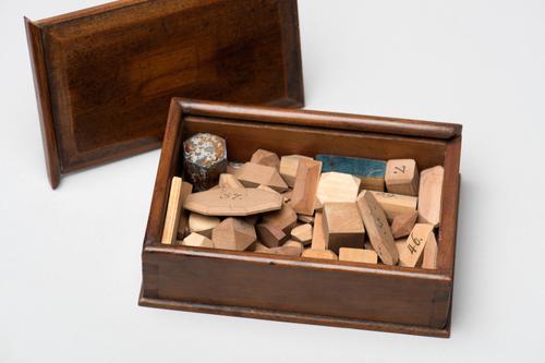 Kistje met mathematische en kristallografische modellen