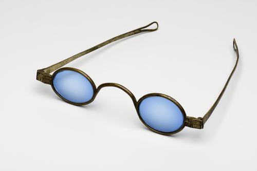 slapenbril met blauwgetinte glazen