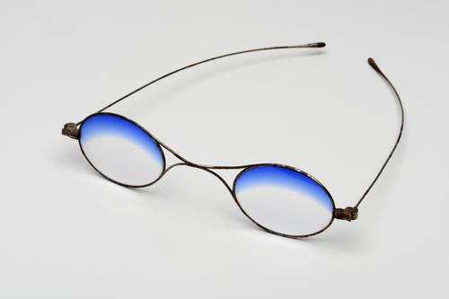 Slapenbril met deels blauwgetinte glazen