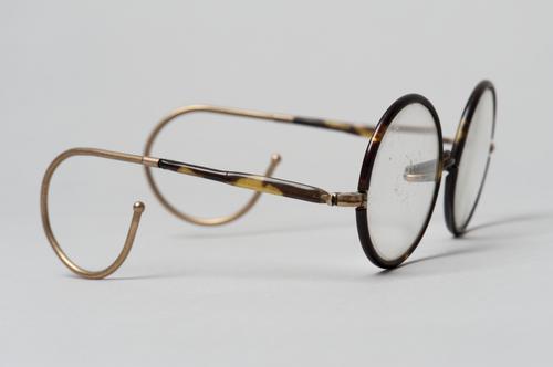 Bril met krulveer