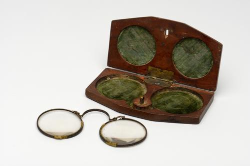 Draad- of veerbril met stalen montuur