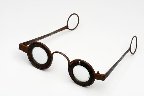Slapenbril met ingelegde randen