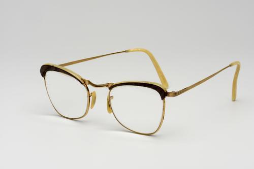 Bril met goudkleurig montuur