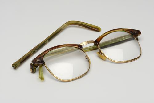 Bril gemaakt van celluloid en koperlegering