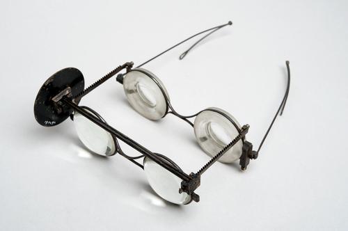 Dubbelbril ter bepaling van de refractie volgens Snellen