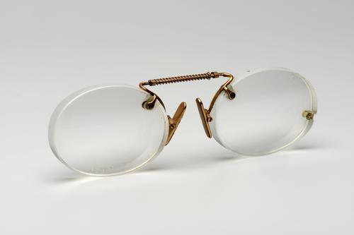 Knijpbril met gouden brug