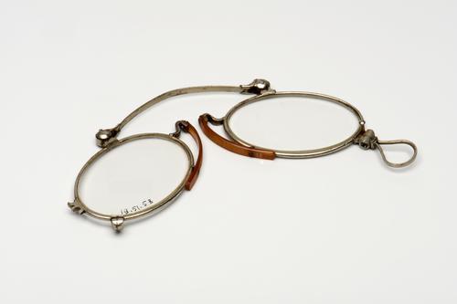 Knijpbril met nikkelen montuur