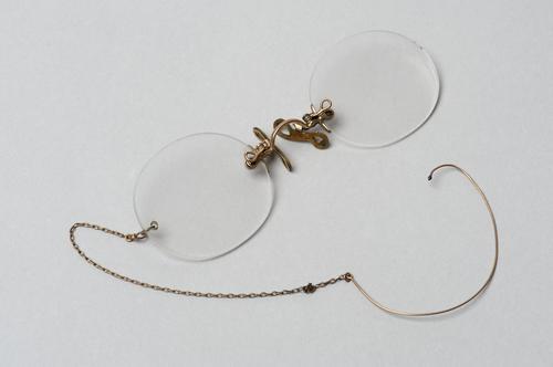 Knijpbril met ketting
