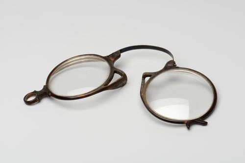 Knijpbril met hoornen montuur
