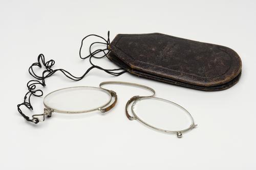 Knijpbril met etui