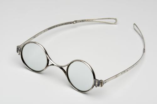 Orenbril met knikveer