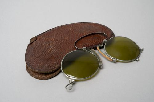 Knijpbril met foudraal