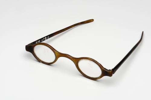 Engelse neusbrugbril