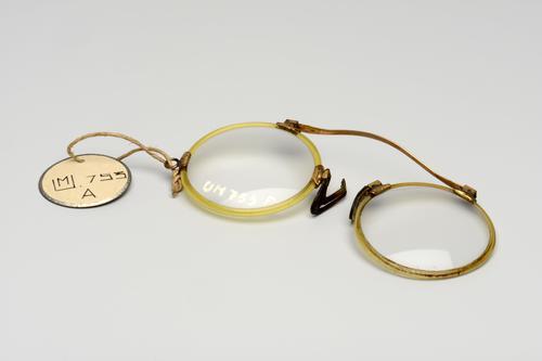 Twee knijpbrillen