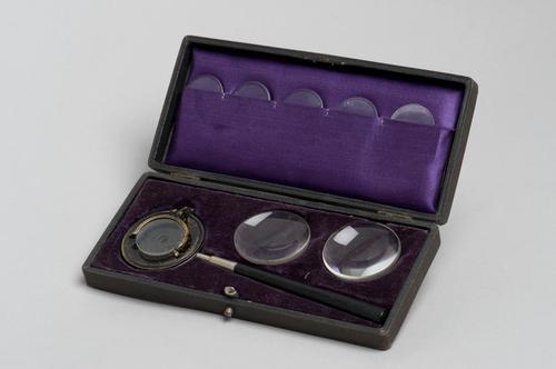 Doosje met oogheelkundige instrumenten