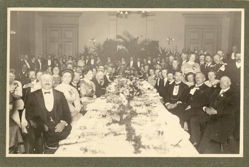 Foto van de viering van het vijftigjarig bestaan van de KNMvD