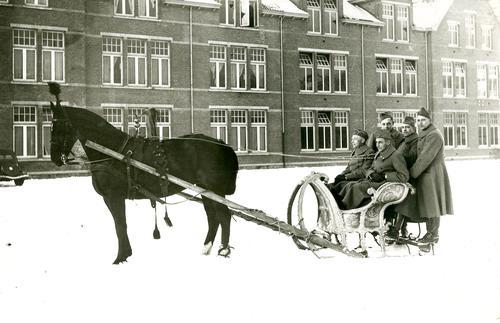 Arreslee rijden op de Kromhoutkazerne te Utrecht