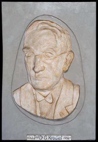 Portret in gips van professor dr. G. Krediet