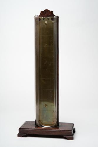 Gebogen glazen buis met schaalverdeling
